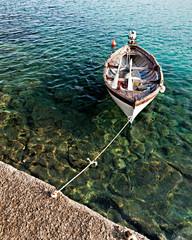 Isola d'Elba, spiaggia di Fetovaia, barca all'attracco