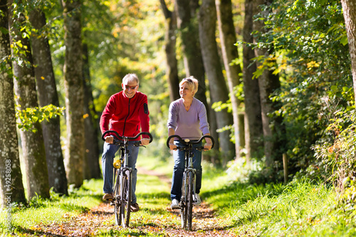 Poster Seniors exercising with bicycle
