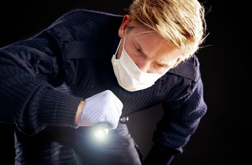 Forensic Expert Searching for Evidence