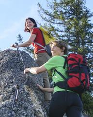 Zwei Frauen beim Wandern