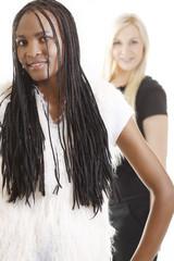 Schwarze Afrikanerin und weiße Europäerin