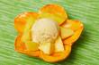 Mangoeis mit Mangostückchen