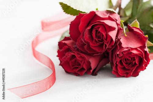 rote Rosen und Band