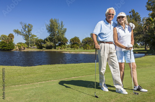 Staande foto Golf Happy Senior Couple Playing Golf