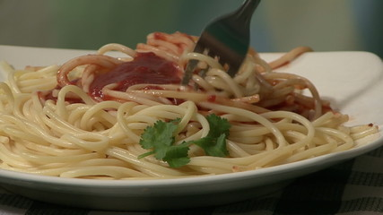 Spaghetti and tomato sauce (2)
