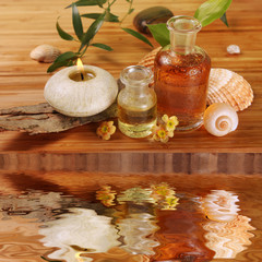 Spa Arrangement mit Massageöl und Duftkerze