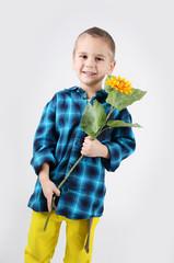 Kind mit Sonnenblume
