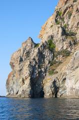 скалы и море