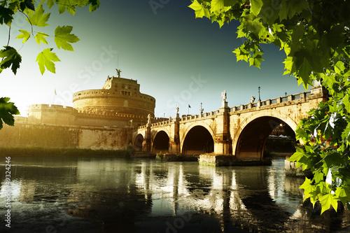 swiatobliwy-aniol-forteca-i-tiber-rzeka-w-rzym-wlochy