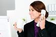 geschäftsfrau mit kaffee am telefon