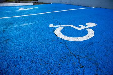 Place handicapés avec félures vie brisée