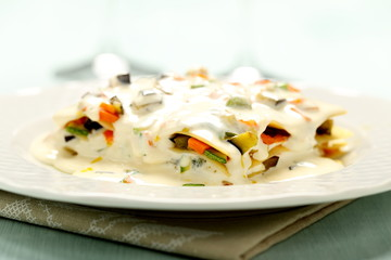 pasta italiana lasagne vegetariane con verdure e formaggio