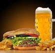 Hamburguesas y cerveza.