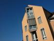 Moderne Neubaufassade mit Sonnenschutz in Oerlinghausen