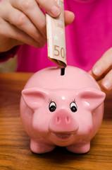 Sparschwein und 50 Euroschein