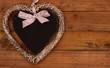 Herz vor Holzhintergrund