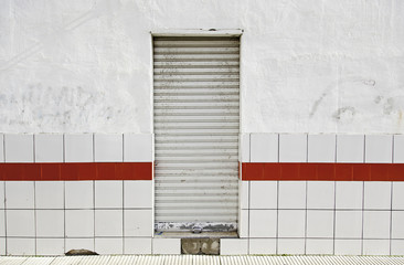 Wall with door closed