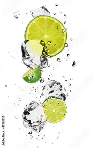 Poster In het ijs Limes with ice cubes, isolated on white background
