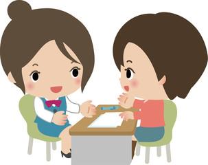 カウンターで相談する店員と若い女性