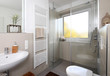 Leinwanddruck Bild - Kleines Badezimmer nach Renovierung