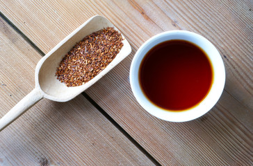 Rooibostee mit Teeschaufel