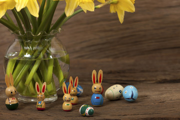 Osterhasen unter Narzissen - Easter Bunny under daffodils