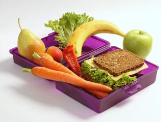 Gesundes Fruehstueck in einer Fruekstueckbox