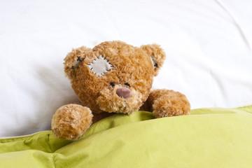 oso de peluche en la cama