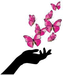 Mano con volo di farfalle rosa