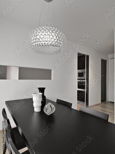 tavolo da pranzo nel soggiorno moderno