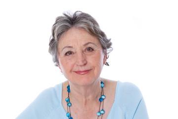 Ältere Dame mit positiver Ausstrahlung