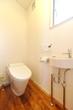 新築のトイレ縦位置−1