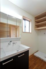 新築の洗面所縦位置−1