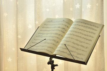 星のカーテンと楽譜