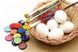 Huevos y pintura