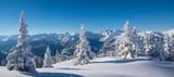 Winterpanorama in den tief verschneiten Bergen