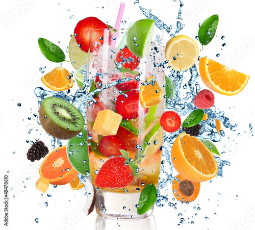 Foto op Canvas Opspattend water Fruit Cocktail with splashing liquid isolated on white