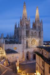 Catedral de Burgos al anochecer.