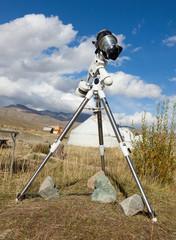 A reflex camera mounted on a tripod.