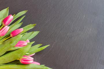 Schiefertafel mit Blumenstrauß