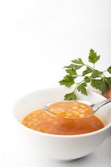sopa de pasta con cebolla y perejil