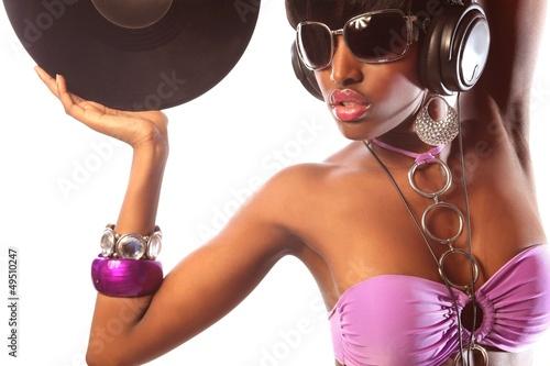 Frau mit Brille in farbigem Bikini glamourös in Disco 2 Poster