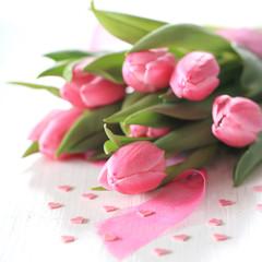 Tulpenstrauß mit Herzen