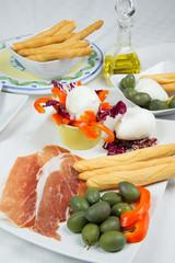 Antipasto prosciutto e mozzarella
