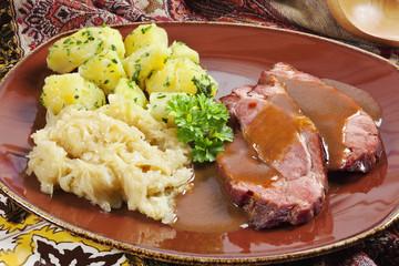 Kasseler mit Kartoffeln und Sauerkraut