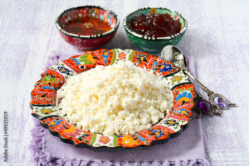 Cottage cheese with honey and jam