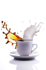 tazzina di caffè con latte