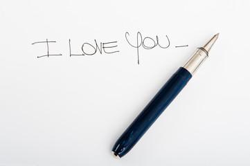 messaggio d'amore scritto con una penna a mano
