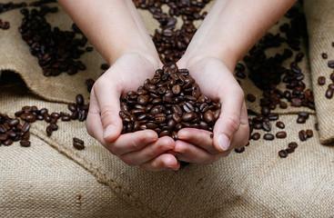 Kaffee in Händen