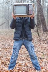 Fernseher im Wald